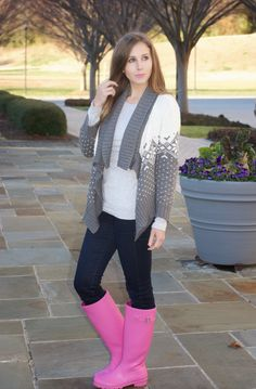 Femmes in Rubber Boots Pink Hunter Boots, Hunter Rain Boots, Wellies Rain Boots, Wellington Boot, Hunting Clothes, Lady, How To Wear, Suede Boots, Riding Boots