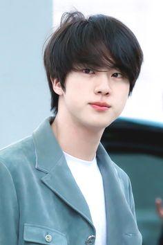 Kim Taehyung, a cute little bubbly innocent 23 years old guy who does… Bts Jin, Jimin, Seokjin, Park Ji Min, Foto Bts, Jung Hoseok, K Pop, V Bts Wallpaper, Kim Taehyung