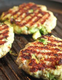2015 All American Recipe Contest Winner – Favorite 4th of July Recipe This easy chicken burger recipe goes from kitchen to table in just 20 minutes. It's a delicious combination of ground chicken tossed with Fresh chunks of California Avocado and seasonings.
