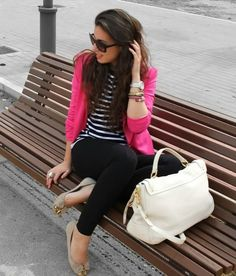 Hot pink blazer and black outfit hot pink pop of color Rosa Blazer Outfits, Casual Outfits, Fashion Outfits, Country Outfits, Blazer Fashion, Country Girls, Style Fashion, Hot Pink Blazers, Look Office