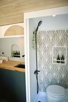 Warm Grey Walls, Bathroom Shower Doors, Modern Tiny House, Diy Interior, Diy Bed, Clever Diy, Camper Van, Camper Life, Van Life