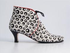 Hester van Eeghen - Miss Marple black white dots