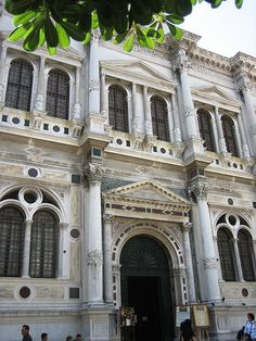 10 Places to Visit in Venice - Scuola Grande di San Rocco: The Scuola di San Rocco was established in 1478 by a group of wealthy Venetian citizens, next to the church of San Rocco, from which it takes its name. Church Architecture, Beautiful Architecture, San Rocco, Andrea Palladio, Vacation Destinations, Vacation Ideas, Venice Italy, Italy Travel, Paris France