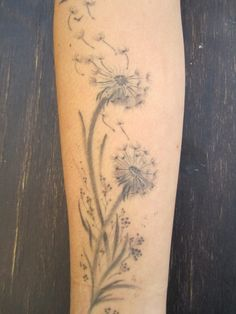 Dandelion tattoo - which is the right body part for it? - House decoration more - Dandelion tattoo – which is the right body part for it? Sexy Tattoos, Mommy Tattoos, Trendy Tattoos, Body Art Tattoos, Small Tattoos, Cool Tattoos, Tattoo Arm, Tattoos Tribal, Triangle Tattoos
