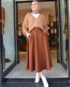 The scarf is central to the part inside the attire of ladies using hijab. Modest Fashion Hijab, Modern Hijab Fashion, Casual Hijab Outfit, Hijab Fashion Inspiration, Skirt Fashion, Hijab Chic, Fashion Outfits, Fashion Wear, Muslim Women Fashion