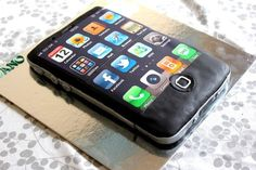 cake and iphone image