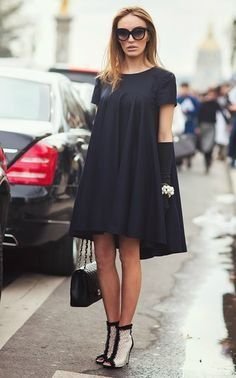 casual loose fitting navy dress outfit