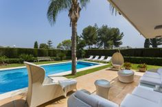 Unique opportunity 5 bedrooms frontline beach on the Golden Mile - #luxury #exclusive #properties #marbella #realty #terrace #livingspace #puenteromano #goldenmile