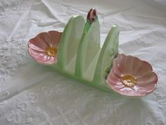 Carltonware toast rack- need one of these for my collection Vintage Crockery, Vintage Ceramic, Vintage Kitchen, Toast Rack, Carlton Ware, Toasters, Antique Perfume Bottles, China Girl, Cozy Corner