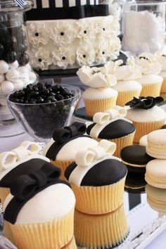 Adorable little black and white bows on top of wedding cupcakes - so chic #wedding #weddingcupcakes #blacktie #cupcakes #blackwhite