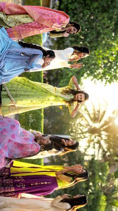Nearly all young couples need their weddings in order to vary out of people Mehendi Photography, Indian Wedding Couple Photography, Bride Photography, Party Photography, Bridesmaid Poses, Indian Bridesmaids, Bride Poses, Bridal Photoshoot, Portrait