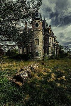 More than once she had seen lights in the abandoned castle. Old Abandoned Houses, Abandoned Castles, Abandoned Buildings, Abandoned Places, Old Houses, Interesting Buildings, Beautiful Buildings, Beautiful Places, Spooky Places