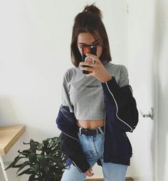 30 looks para quem ama cropped top - Guita Moda Hipster Outfits, Mode Outfits, Trendy Outfits, Fashion Outfits, Short Hair Outfits, Girl Outfits, Short Hair Updo, Short Hair Styles, Look Fashion