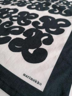 Marimekko Finland Keidas vintage black and white   Etsy Antique Collectors, Antique Stores, Antique Items, Vintage Items, Vintage Pins, Retro Home Decor, Vintage Decor, Etsy Vintage, Vintage Shops