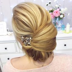 This elegant chignon french twist updo wedding hairstyle perfect for any wedding venue - This stunning wedding hairstyle for long hair is perfect for wedding day,wedding hair