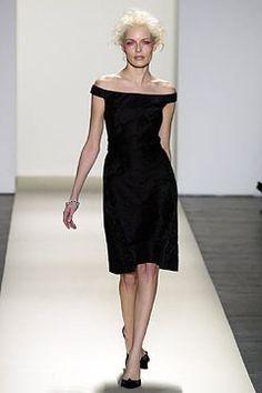 Oscar de la Renta Fall 2003 Ready-to-Wear Fashion Show - Oscar de la Renta, Rie Rasmussen