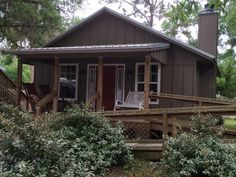 Welcome to  the Welaka Lodge & Resort, located on the St. Johns River in North Central Florida.