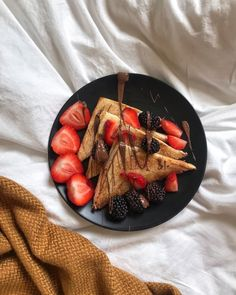 love, beautiful e pretty imagem no We Heart It I Love Food, Good Food, Yummy Food, Food Goals, Cafe Food, Aesthetic Food, Food Cravings, Food Inspiration, The Best