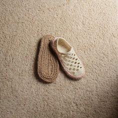 Crochet Pattern Jute Soles in 14 sizes Toddler up to by Mamachee Crochet Sole, Crochet Baby Shoes, Knit Crochet, Knitted Slippers, Slipper Socks, Jute Twine, Crochet Projects, Crochet Patterns, Men's Boots