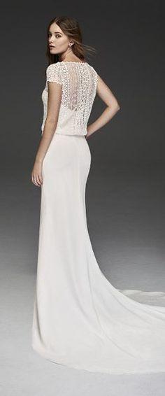 gefunden bei Happy Brautmoden Brautkleid elegant, elegantes Brautkleid, Alma Novia, Spitze, Spitzenkleid, edel, elegant, fließend, Rückenausschnitt, Hochzeitskleid, Vintage