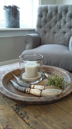 Gezelligheid op de salontafel #stoer #sober #salontafel #grijs #houten schaal…