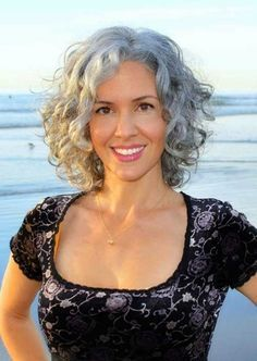 Short Bob Hairstyles for Grey Hair - Hair Styles Grey Curly Hair, Curly Hair Cuts, Short Hair Cuts, White Hair, Dark Hair, Short Curls, Frizzy Hair, Short Layered Curly Hair, Curly Layers