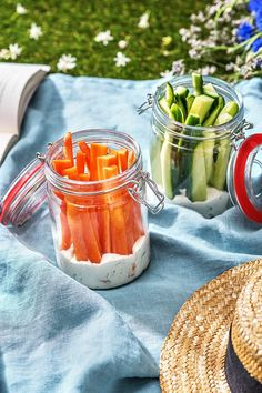 "The post ""Recipe: Ideas, tricks and hacks for your picnic. So you can enjoy your delicious picnic recipes perfectly! Hellofreshde / Cooking / Eating / Nutrition / Cooking Box / Ingredients / Healthy / Fast / & appeared first on Pink Unicorn Cooking Box, Cooking Recipes, Healthy Snacks, Healthy Recipes, Healthy Picnic Foods, Money Saving Meals, Outdoor Food, Outdoor Dining, Snacks Für Party"