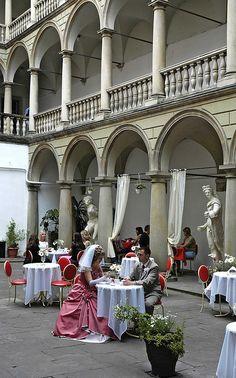 Yard of King Jan III Sobieski House in Lviv, Ukraine (by ilvic).