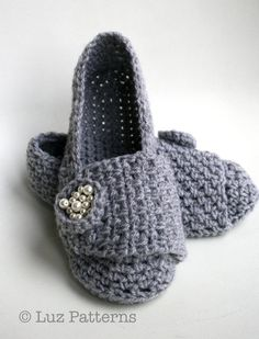 CROCHET PATTERN, crochet slipper pattern, shoe pattern, crochet loafer pattern women and girls (130) Instant download      I make presents, lots of them, this one was born to be giving to the most important woman in my life, my mum!, now that I am a mother I realised what I put her through! Sorry mum here you are a little something to start making it up to you!.    Please note this pattern is written in american standard terms. Skill Level: Beginner  Materials and notions:  • 150 gr of Aran…