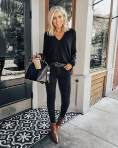Elegantes business outfit - boldman Why Pensacola Is Great For People On Manual Whee Black Jeans Outfit Winter, Fall Winter Outfits, Black Sweater Outfit, Autumn Skinny Jeans Outfits, Skinny Jeans Shoes, Black Skinny Jeans Outfit Night, Black On Black Outfits, Black Booties Outfit, Black Boots