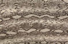 Özel payetli kumaş modelleri ve sıradışı payetli kumaş çeşitleri toptan ve perakende en uygun payetli kumaş fiyatları ile Kaptan kumaş mağazaları raf ve reyonlarında beğeninize sunulmaktadır. 4447578