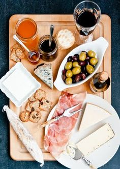 Best cheese board guide I've seen. Beautiful pictures! Living Well: 7 Secrets To a Beautiful Cheese Board