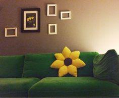 1 YASTIKTA KOCAYANLAR Couch, Pillows, Furniture, Home Decor, Settee, Decoration Home, Sofa, Room Decor, Home Furnishings