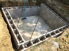 Construction d'une petite piscine en béton équipée spa: Début de la construction piscine béton Piscine Diy, Pizza Oven Outdoor, Tub, Pizza Ovens, Outdoor Decor, House, Overhead Press, Pools, Houses