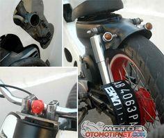 Duet Honda Street Cub Solo, Blink-Blink VS Ngedoff Custom Moped, Custom Bobber, Custom Bikes, Honda Cub, Cars And Motorcycles, Cubs, Retro Bikes, Blink Blink, Vespa