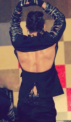 #TLをユノのお尻でいっぱいにしよう well if bigeast are trending pix of yunho's backside.. i'm down wid that