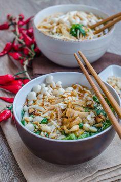 Hot and sour noodle soup-Supa chinezeasca iute acrisoara cu taitei Traditional Chinese Food, Asian Recipes, Ethnic Recipes, Supe, Noodle Soup, Noodles, Grains, Hot, Macaroni