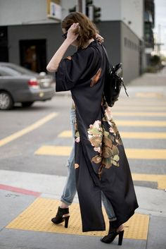 Peony & Butterfly Kimono Robe Source by savteo outfit Style Outfits, Mode Outfits, Casual Outfits, Fashion Outfits, Fashion Trends, Fashion Clothes, Look Kimono, Kimono Dress, Black Kimono Outfit