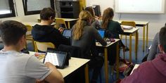 Tablettes et cours inversés, équation gagnante dans un lycée pilote En savoir plus sur http://www.lemonde.fr/campus/article/2015/03/17/tablettes-et-cours-inverses-equation-gagnante-dans-un-lycee-pilote_4591589_4401467.html#YEcHx12XpoVMz1YJ.99