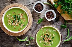 Cremige Gemüsesuppe mit Brokkoli und Kokosmilch