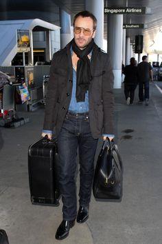 トム・フォード 黒ミリタリージャケット×デニムシャツ×デニムパンツ×黒ブーツ