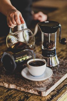 From championship-winning recipes to experimental methods, find an Aeropress recipe that's perfect for you. Better yet, try them all How To Make Ice Coffee, Coffee Love, Hot Coffee, Iced Coffee, Coffee Drinks, Making Coffee, Coffee Girl, Drinking Coffee, Coffee Tables