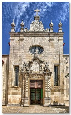 Fachada da Sé de Aveiro - The Cathedral of Aveiro (Portuguese: Sé de Aveiro), also known as the Church of St. Dominic (Portuguese: Igreja de São Domingos) is a Roman Catholic cathedral in Aveiro, Portugal. It is the seat of the Diocese of Aveiro and built in Portuguese Baroque. It was founded in 1423 as a Dominican convent. Since 6 March 1996, it is on the register of National monuments of Portugal.[1]