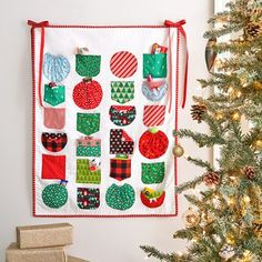 Pic-a-Pocket Advent Calendar - Each pocket holds a small toy or treat #christmassewing #santaclausiscomingtotown #adventcalendar  Make it Coats