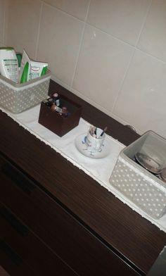 Mobile bagno con trucchi