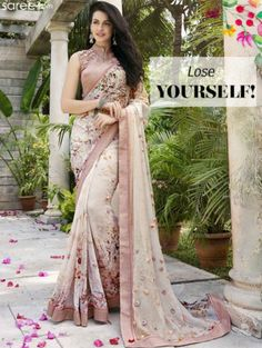 Printed sarees are evergreen classics! Here, we bring you a must-have list of 9 gorgeous printed sarees! Trendy Sarees, Stylish Sarees, Fancy Sarees, Floral Print Sarees, Printed Sarees, Saree Blouse Patterns, Saree Blouse Designs, Indian Wedding Outfits, Indian Outfits