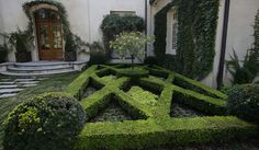 Courtyard parterre. Design by Land Plus Associates. Via Houzz.