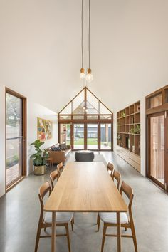 Exploring What a Modern Australian Home Should Look (and Feel) Like - Modern Interior Design Open Space Living, Living Spaces, Living Room, Modern Interior Design, Interior Architecture, Studio Interior, Australian Interior Design, Australian Architecture, Wood Pendant Light