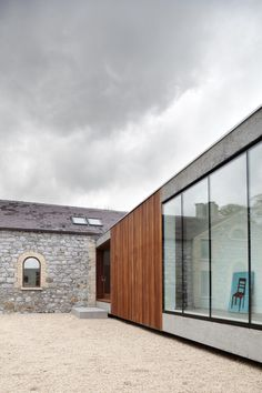 Image 8 of 23 from gallery of Ballymahon / ODOS architects. Photograph by ODOS architects Space Architecture, Beautiful Architecture, Residential Architecture, Contemporary Architecture, Contemporary Houses, Building Architecture, Sustainable Architecture, Design Exterior, Interior And Exterior