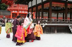 Several girls and a woman dressed in junihitoe.
